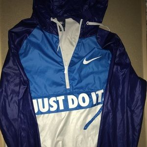 nike windbreaker with hood